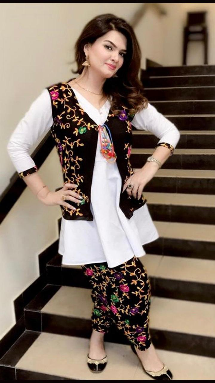Bareeze brand New Ladies Replica 2pc Lawn Collection Summer Dress with Trouser heavy embroidered